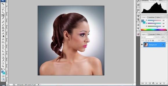 Mujer con el cabello pintado en Photoshop CS4